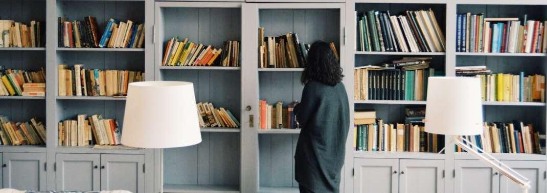 ragazza libreria